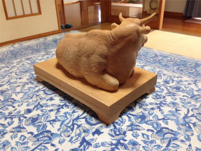 20160824青木さん牛の彫り物・斜め前HPブログ